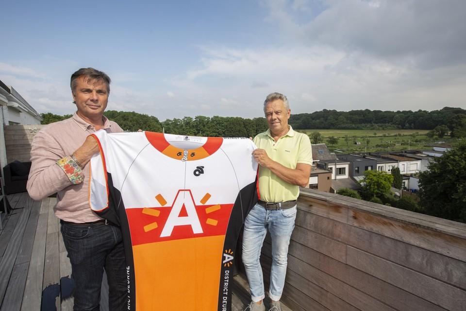 Organisatoren Dirk Ongenae en Marc Claus stellen met trots hun wielerwedstrijd voor: de Ladies Profronde van Deurne.