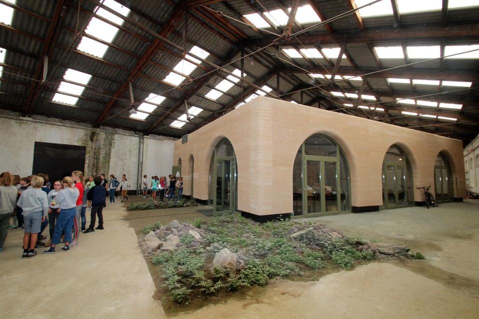 De bioklas in de afgekeurde hangar 23.