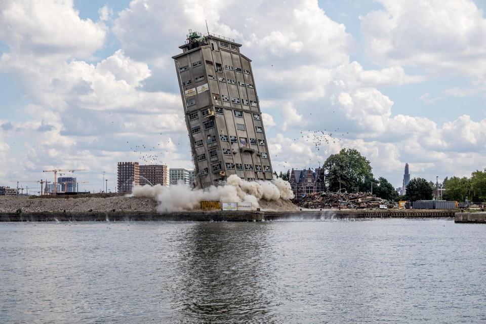 Dit historische SAMGA-gebouw ging enkele weken geleden tegen de grond via een gecontroleerde ontploffing.