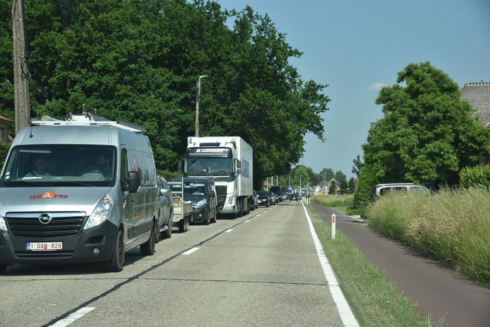 Aanschuiven op de Herentalsebaan richting Lier. Chauffeurs moeten nog even geduld oefenen.