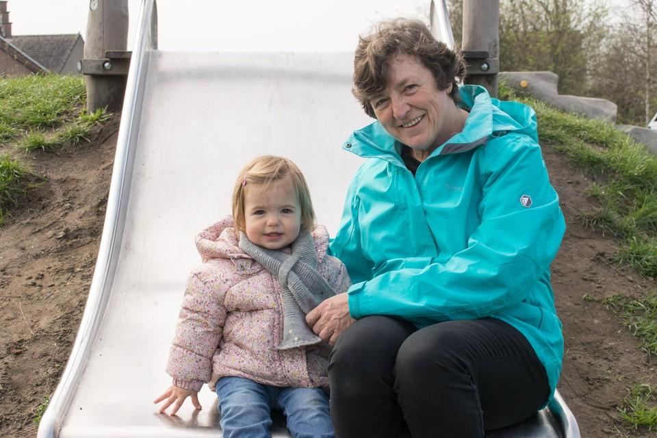 An Verbeek woont op een boogscheut van buurtplek 't Werft. Sinds de opening komt ze er geregeld met haar kleinkinderen.