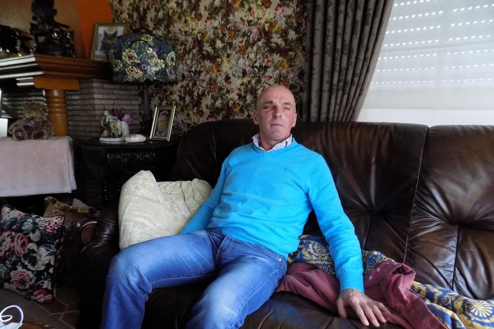Dirk Verheyen uit de Pastoriestraat in Beerse herstelt thuis van een hersenschudding na een slag tegen zijn hoofd op zijn eigen oprit.
