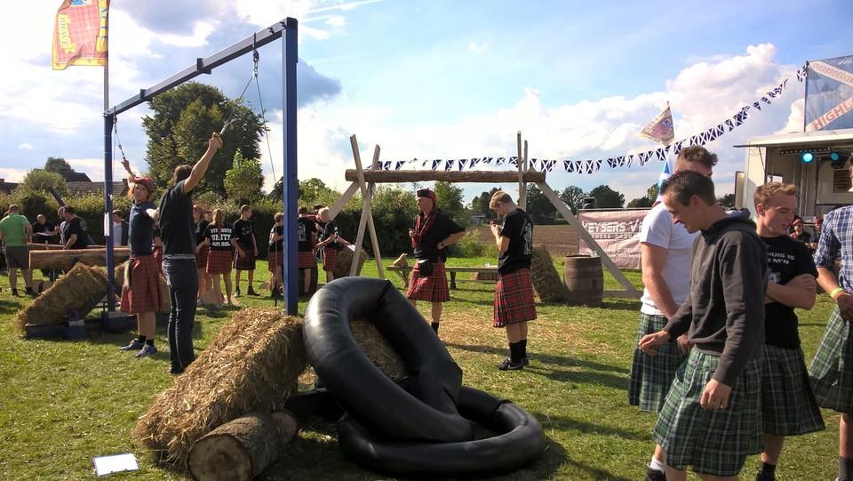 De Highlandgames zijn grote publiekstrekker op Overbroek Kermis.