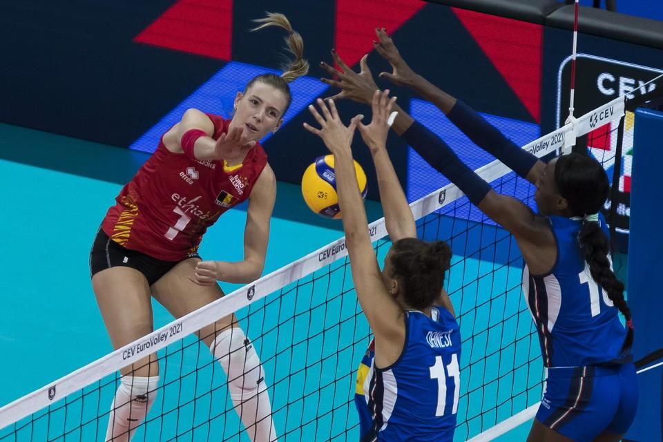 Celine Van Gestel aan het werk op het EK tijdens de door de Yellow Tigers verloren achtste finale tegen Italië.