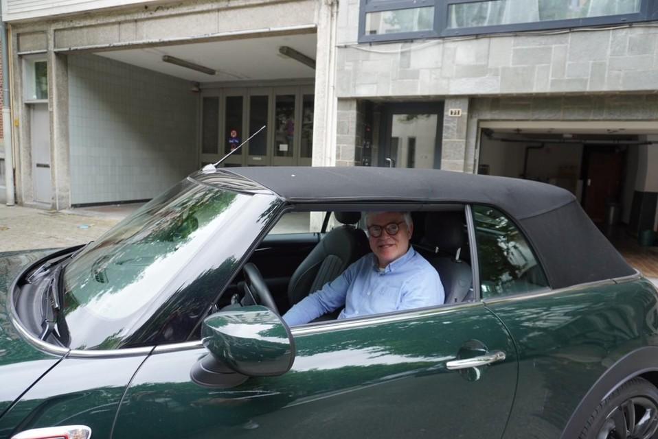 Guy Kefel is niet te spreken over de nieuwe parkeervlakken.