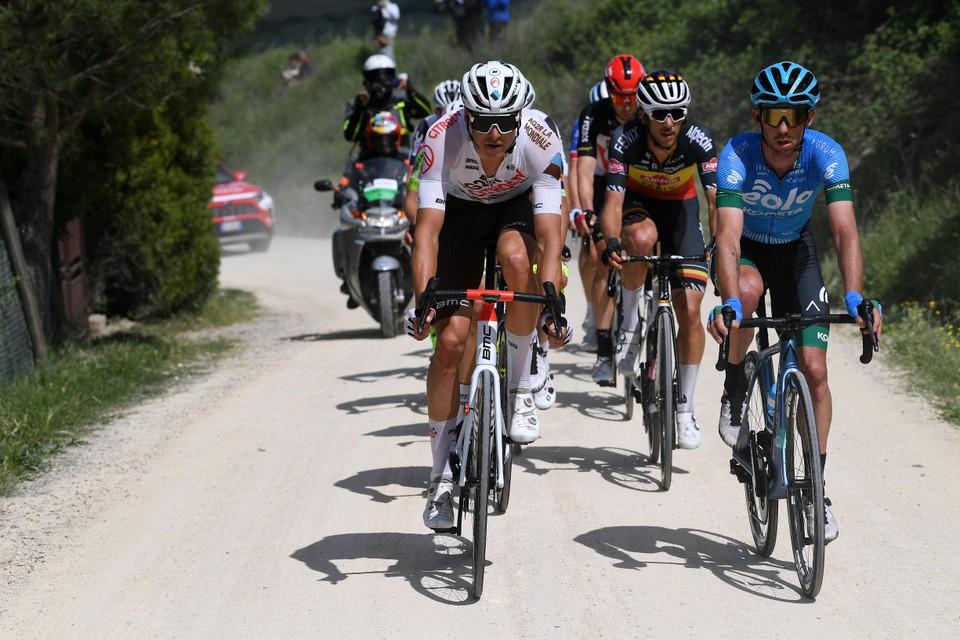 """Lawrence Naesen rijdt voorop in de grindetappe naar Montalcino.""""Wat had ik die rit graag gewonnen. Het parcours lag mij beter dan negentig procent van het peloton."""""""