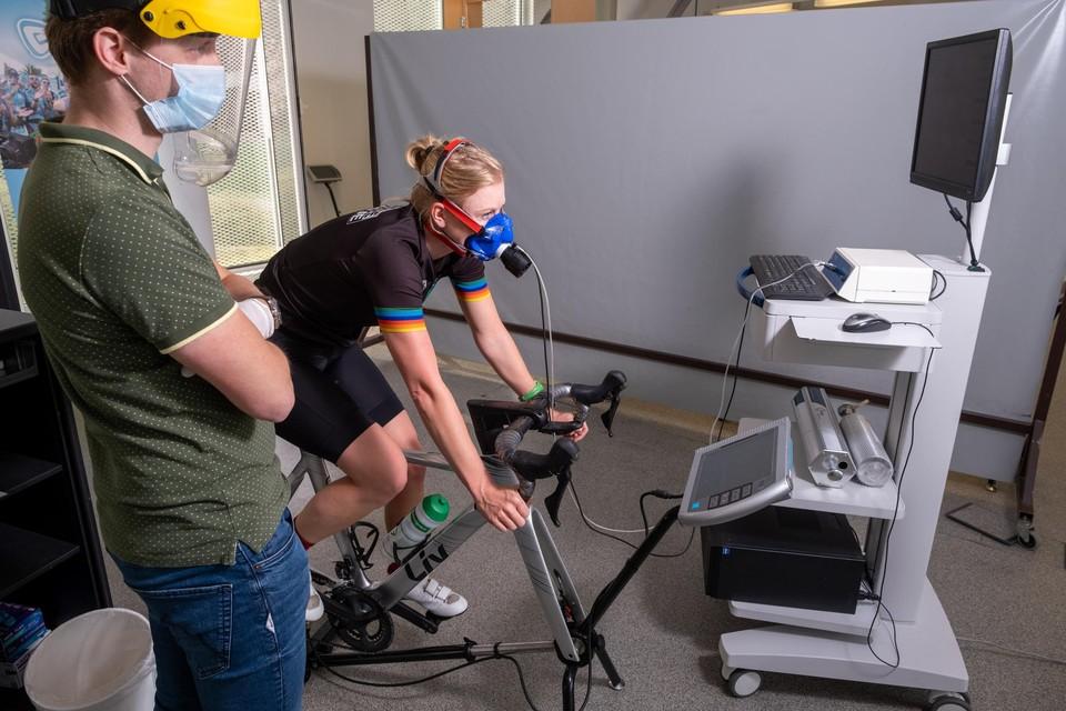 Onze reporter laat zich binnenstebuiten keren bij Energy Lab.