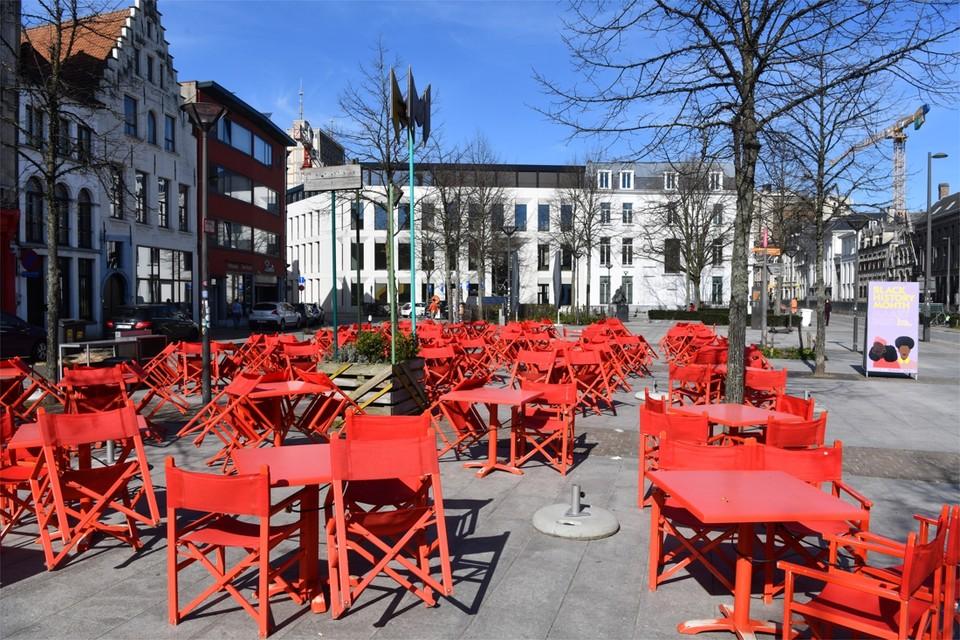 Goed weer, maar geen volk op Mechelseplein in Antwerpen.