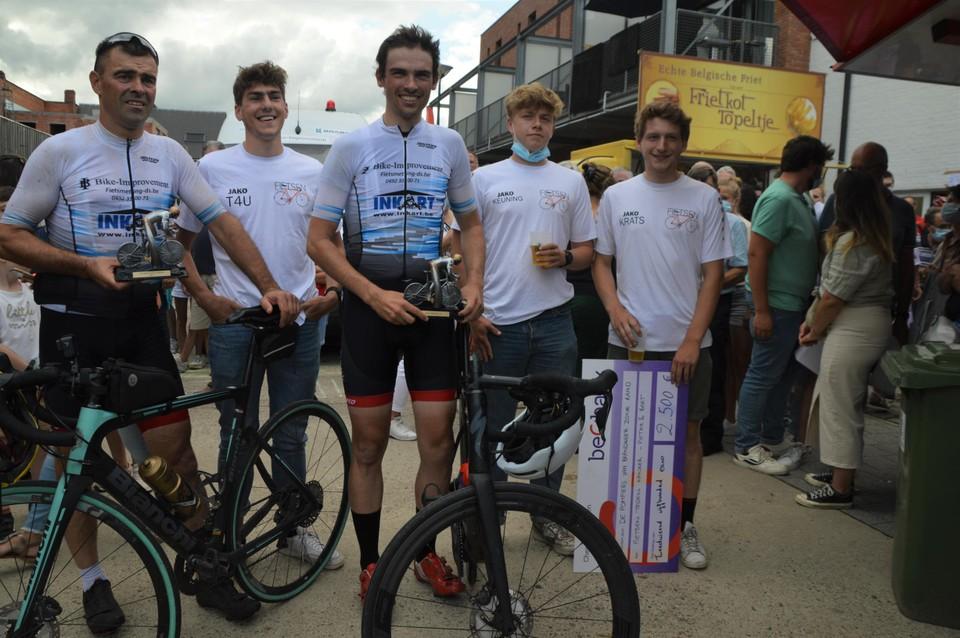 Bart en Pieter De Koninck met Thijs, Lander en Nicolas die hen de hele tijd volgden.