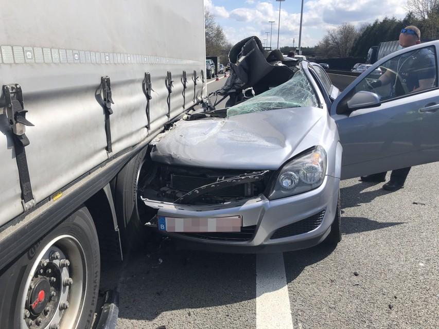 Er zat gelukkig geen passagier in de auto.