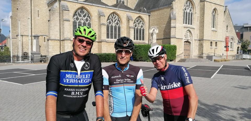 Mario, Benny en Philip fietsen vanuit Bonheiden nog door naar het WK-dorp in Keerbergen.