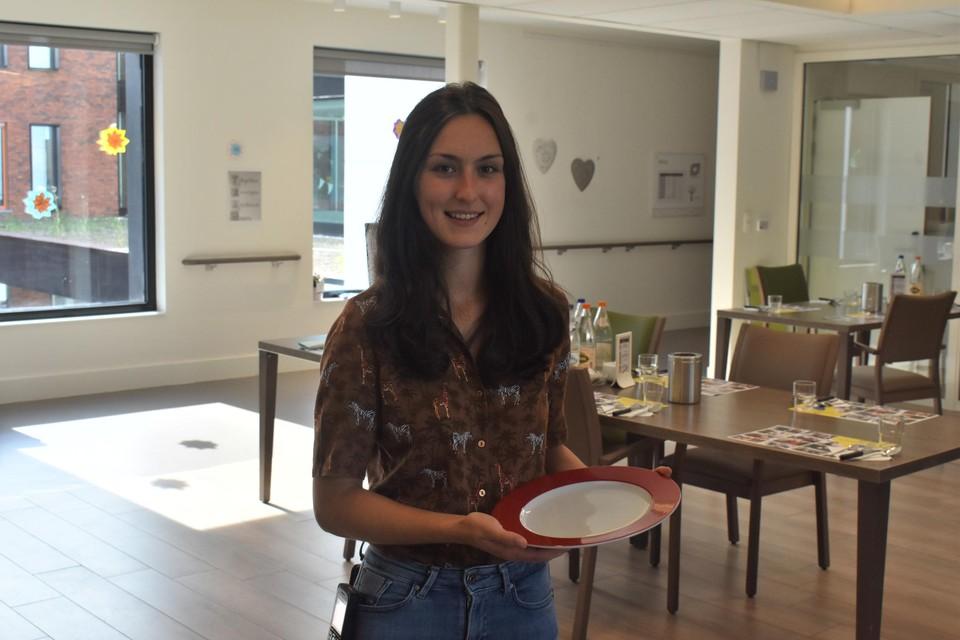"""""""Ook de borden zijn bijvoorbeeld niet volledig wit, maar hebben een rode rand"""", toont diëtist Eline Hendriks."""