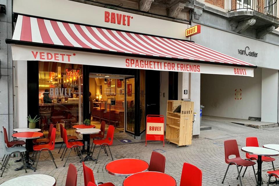 Het restaurant is gevestigd in het pand waar vroeger kledingwinkel Queens gevestigd was.