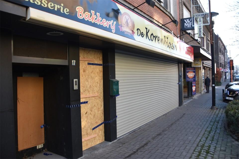 Na een inval in een bakkerij in de Overwinningsstraat werd het gebouw verzegeld.