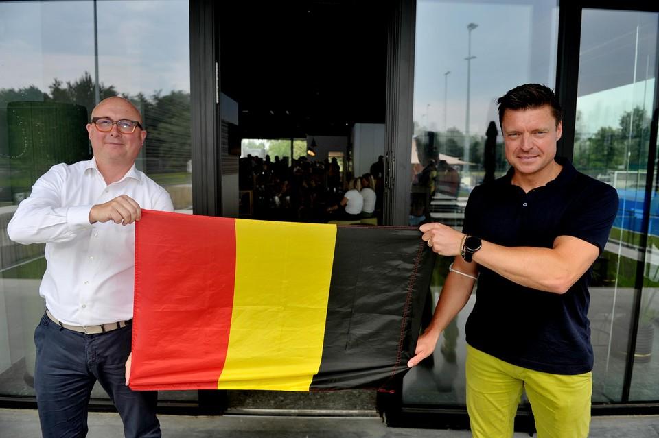 Royal Victory HC-voorzitter Filip Desmedt en Edegems burgemeester Koen Metsu (N-VA).