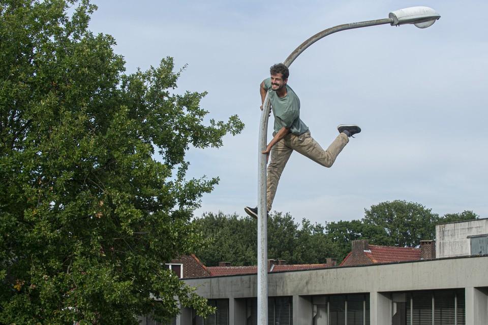 Ward Mortier ontdekt wat hij met een straatlantaarn kan doen.
