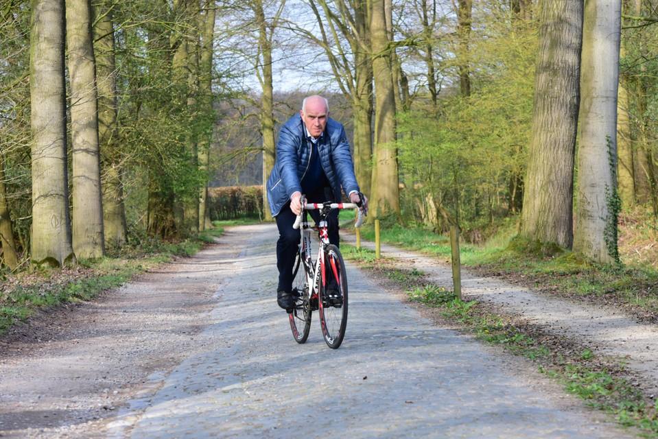Pullenaar Roger Rosiers, oud-winnaar van Parijs-Roubaix, dokkert ook wel eens over De Voort. Hier op een archiefbeeld.