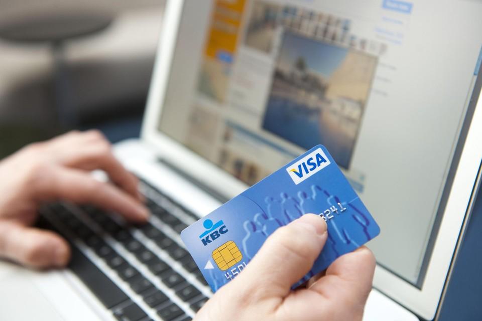 De man slaagde erin om geld af te halen van de rekening van de vzw.  Geld dat onder meer werd gebruikt voor zijn zoektocht naar een buitenlandse partner.