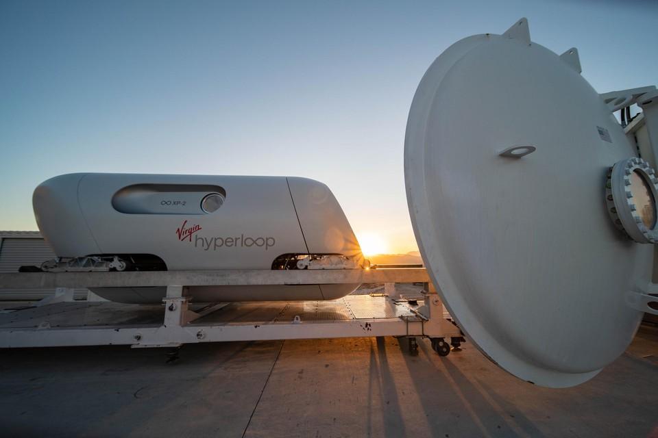 Een stukje van de Hyperloop One van Virgin in Nevada.