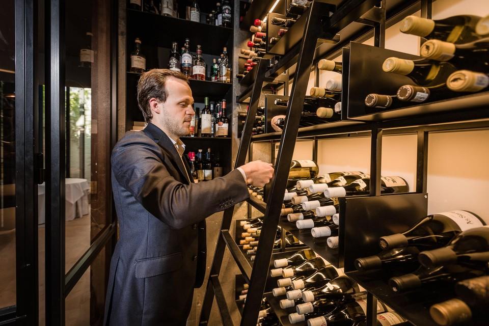 De jury loofde de uitgebreide wijnkennis, zijn feilloos gevoel voor wijnpairing en de flair waarmee Derks respect voor de klassieke wijnappelaties combineert met een frisse, avontuurlijke insteek.