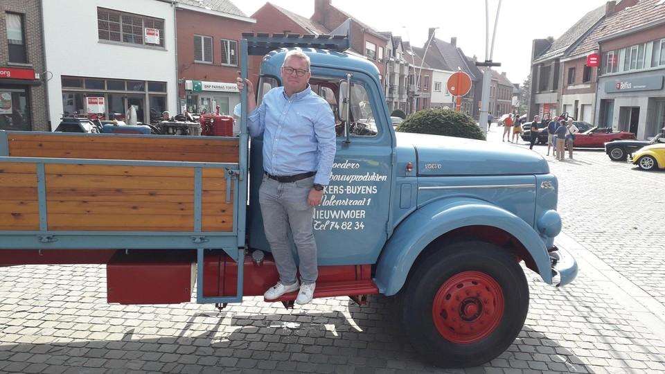 De vrachtwagen uit 1959 van de grootvader van burgemeester Sven Deckers stond ook te kijk.