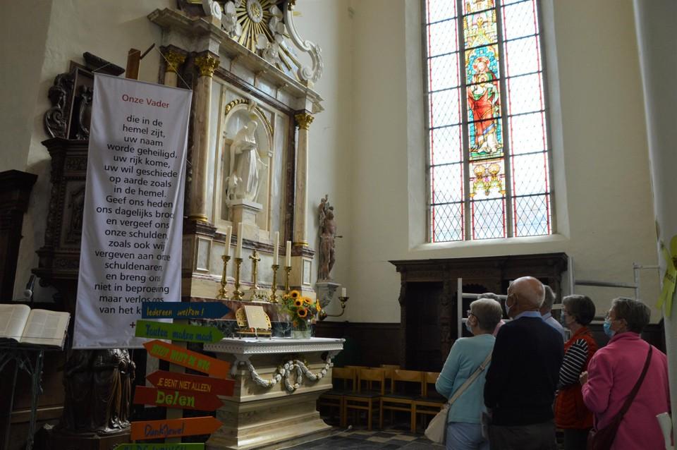 Jan Lermytte lichtte dan weer het marmeren toe, want dit is geen marmeren maar een beschilderd houten altaar.