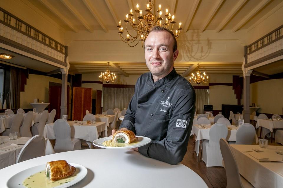 Chef Xander Horemans van De Kookgek toont zijn griet Wellington.