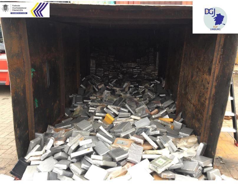 11.5 ton cocaïne zaten in een stalen container die in een zeecontainer geduwd werd.