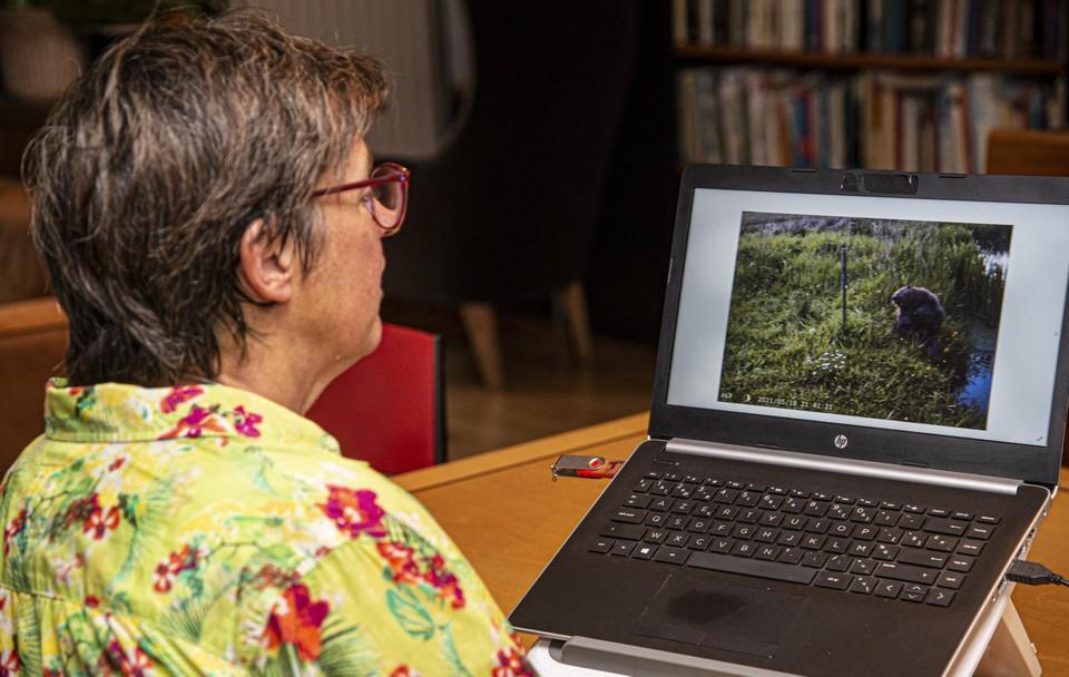 Jenny Löffel laat haar wildcamera dag en nacht beelden maken.