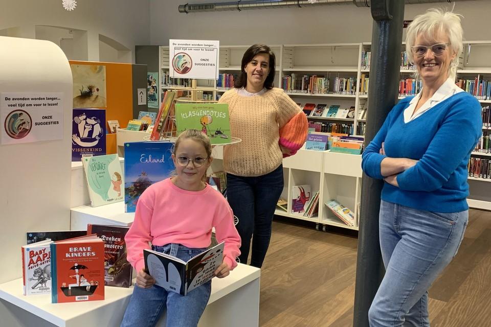 Dorpsdichter Saskia Keersmaekers (rechts) en haar jonge collega-poëet Mila Coemans (links) hebben al afgesproken om ook één gezamenlijk gedicht te schrijven.