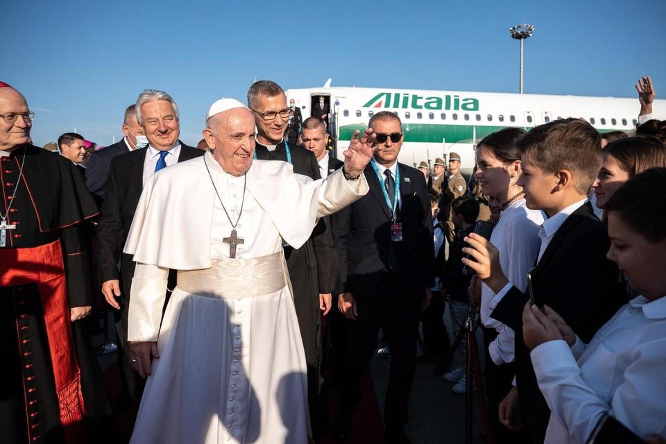 De paus bij zijn aankomst in Boedapest