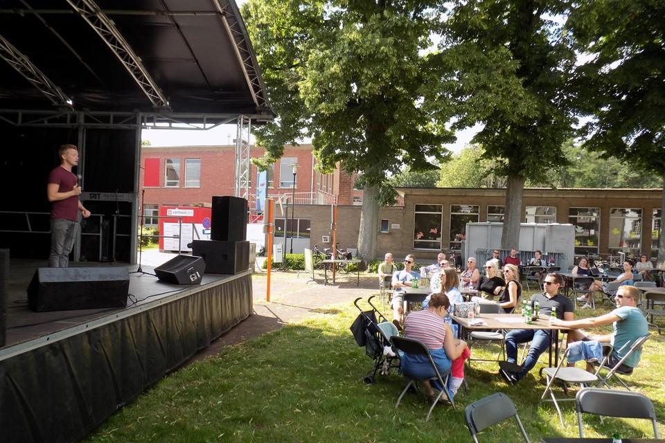 Op het grasplein aan Bergakker organiseert Ondernemend Vosselaar elke dinsdagavond in augustus een Meet & eat market.