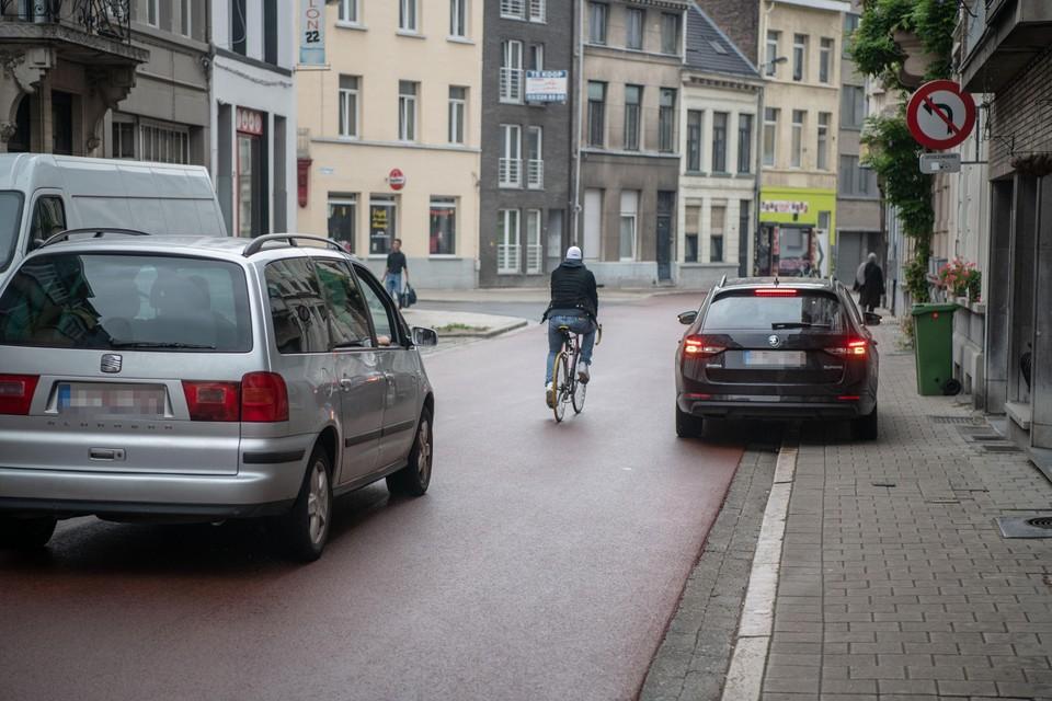 Het verkeersondersteuningsteam van de regio City controleerde onder meer in deze Rotterdamstraat (archieffoto).