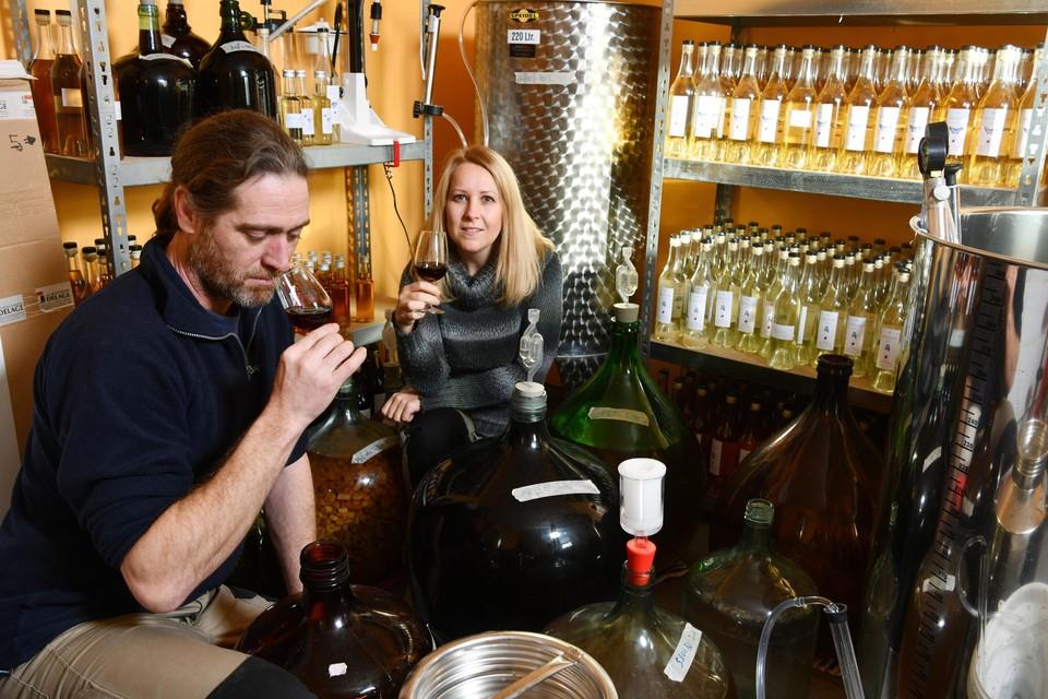 Reinout Moonen en Annick Milis van domein Walterus uit Poederlee lanceren een eigen rum.