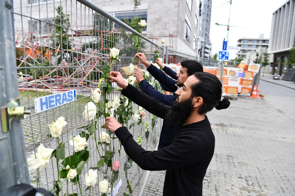 Ali en Said herdenken de overledenen.