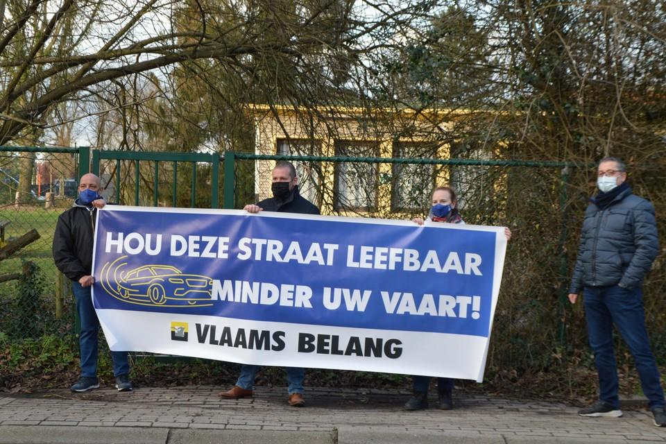 De protestactie van Vlaams Belang aan de Didasco-school in de Slachterijstraat.