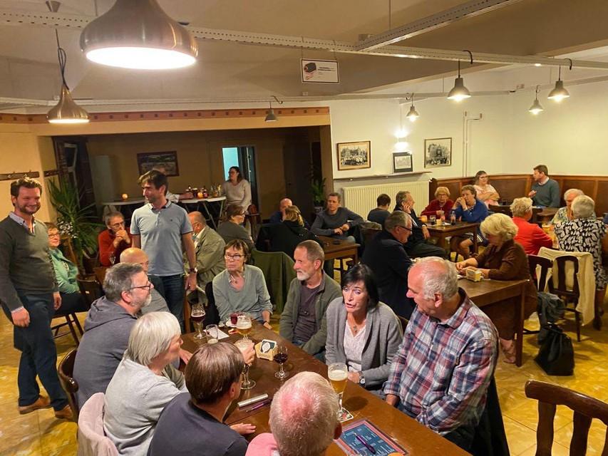 Het heropende café Bar On ontving vrijdag voor het eerst weer gasten.