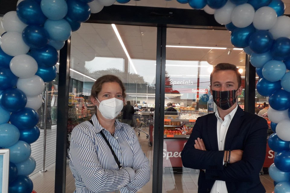 Michèl Belleflamme en Simon Claus van de immo-afdeling van Aldi kwamen vandaag de nieuwste winkel inspecteren.