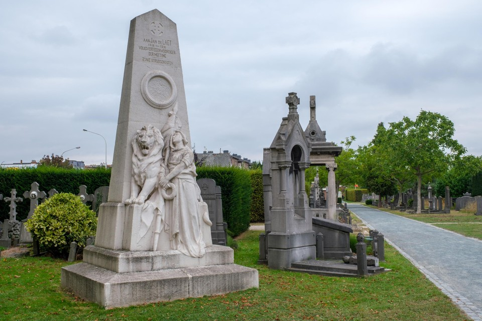 Het grafmonument van Jan De Laet, dat in 2017 volledig werd gerestaureerd.