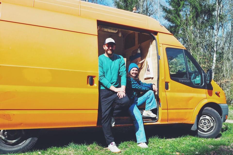 Wout Geysen en Julie Vermeiren zijn met Odette de camionette in Zweden beland.