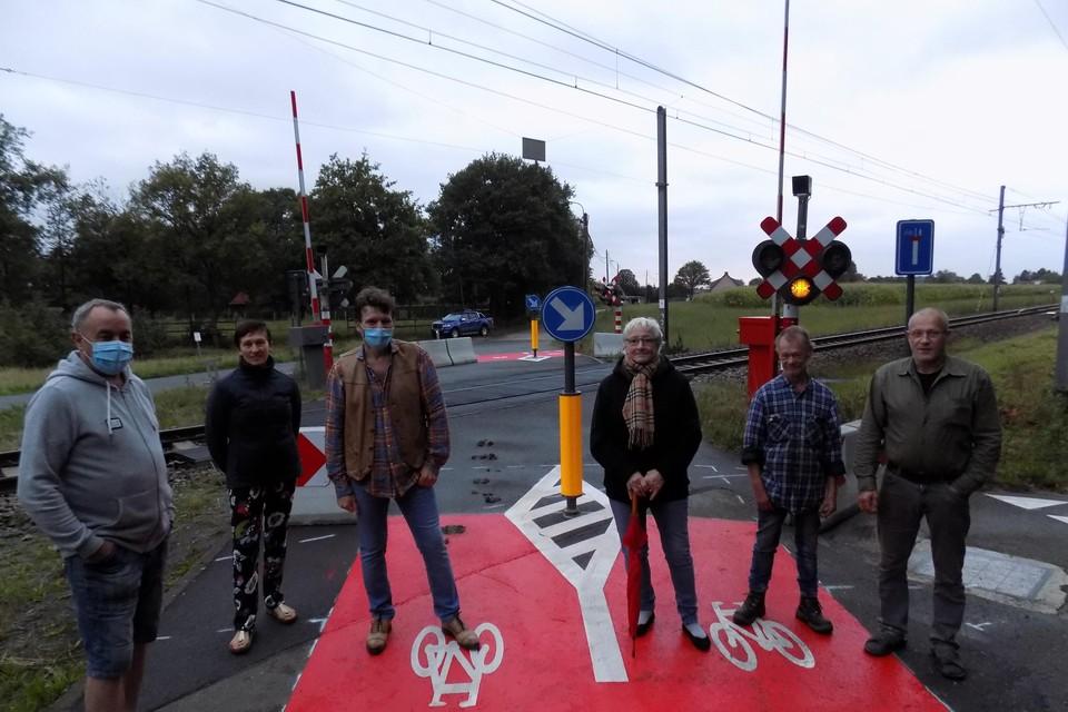 Buurtbewoners van Heerle in Poederlee protesteerden vorig jaar nog tegen de afsluiting van de spoorwegovergang.