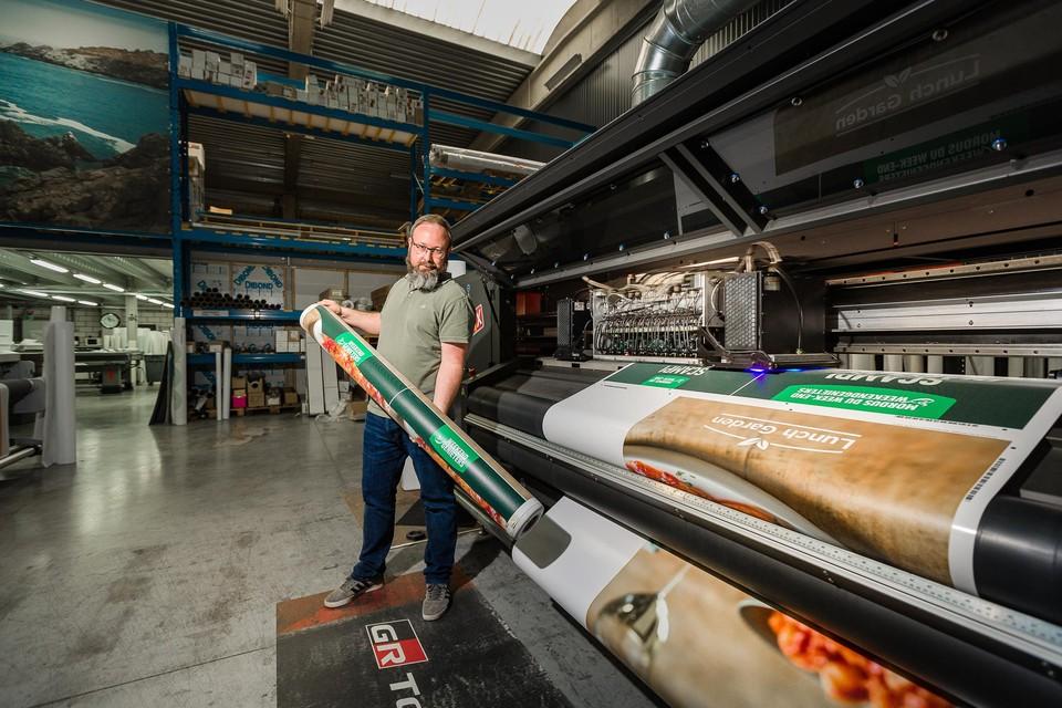 In één zin uitleggen wat Viaprintix doet, is onbegonnen werk. Maar Johan Ceuleers vat het graag samen als groot formaat drukwerk op maat.