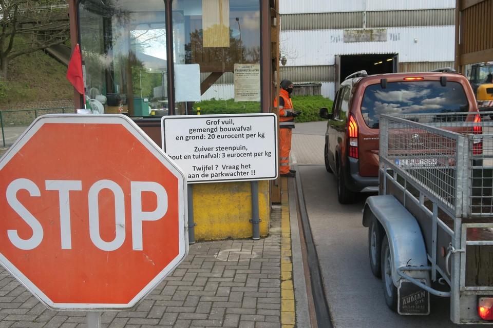 Wie binnenkort afval komt afleveren in het containerpark van Schoten, zal gefilmd worden.