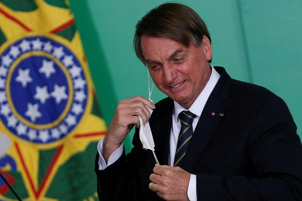 Bolsonaro zorgde eerder al eens voor opschudding door zijn mondmasker af te zetten om te bewijzen dat hij er goed uitzag na een coronabesmetting.