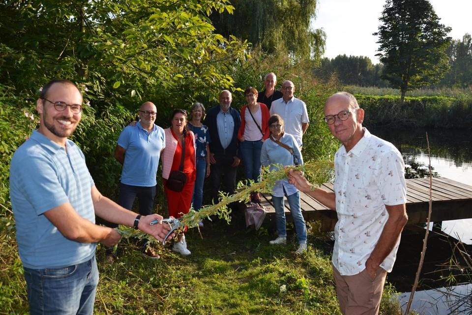 Wieter Van Parijs en Raf Van Cleuvenbergen openden officieel de steiger van de vzw Lia aan de Durme.