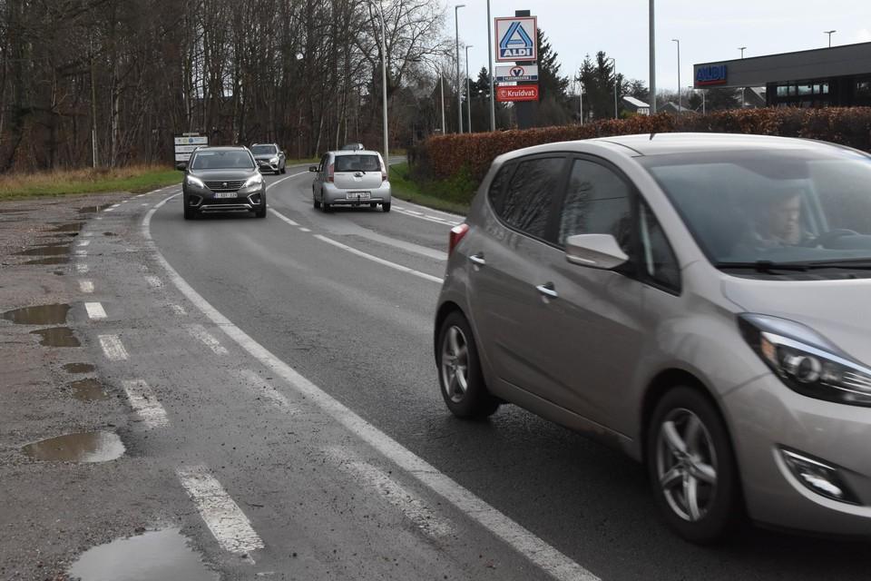De drukke Kromstraat wordt in 2012 opengegooid om een riolering te plaatsen. Die ingreep zal voor een deel betaald worden door de gemeentelijke saneringsbijdrage.
