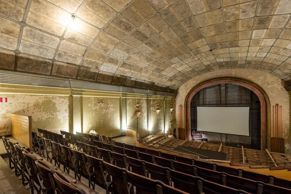 De art deco cinemazaal Roxy Palace.