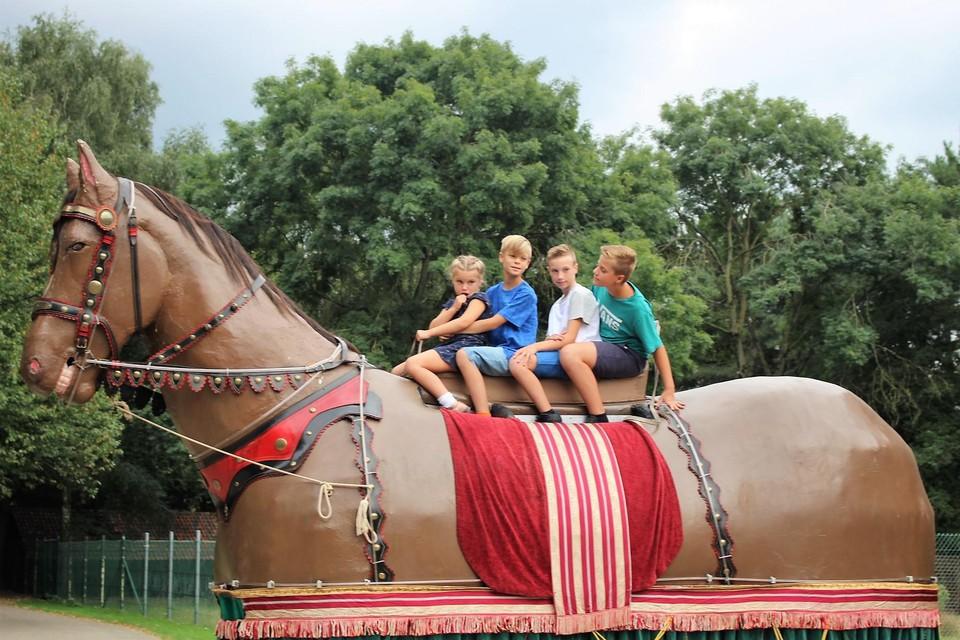 Céleste met haar broers Maxim, Matteo en Ruben op het Duffelse Ros Beiaard.