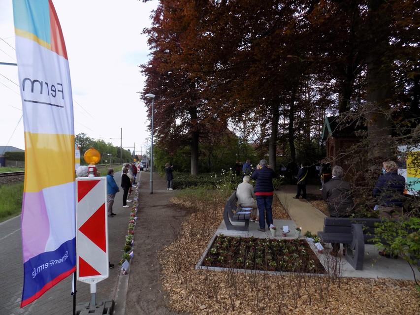 De omgeving van de troostplek in Tielen is aangeplant en er kwamen ook nieuwe banken.
