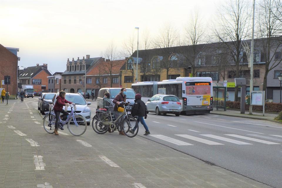 Het centrum van Zoersel. Eenmaal de omleidingsweg een feit is, worden vrachtwagens en auto's uit het centrum geweerd. Bussen zullen er wel mogen blijven rijden.